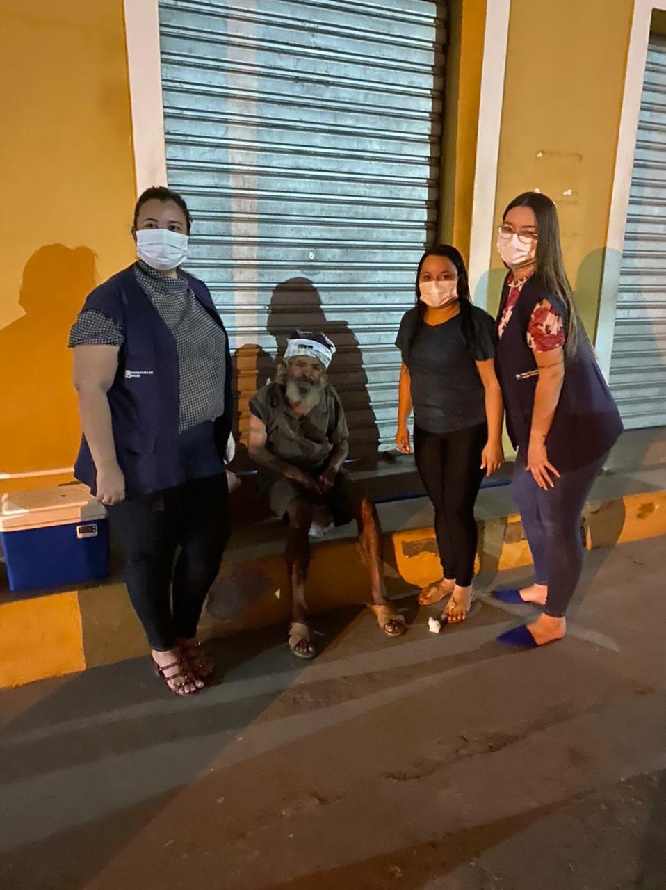 Mamanguape aplica vacina da Janssen em moradores de rua