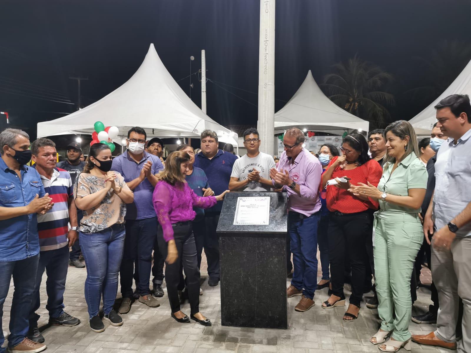 Prefeita Eunice inaugura Praça de João Pereira na Zona Rural de Mamanguape